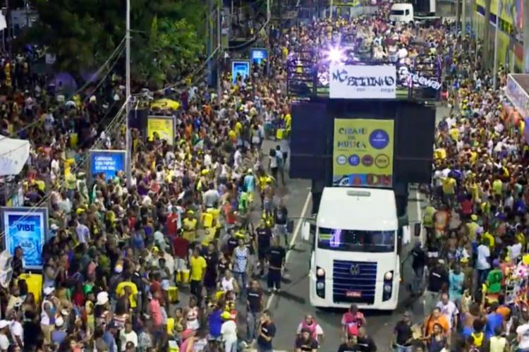 MC Beijinho agita folião pipoca na noite de sábado - Foto: Reprodução