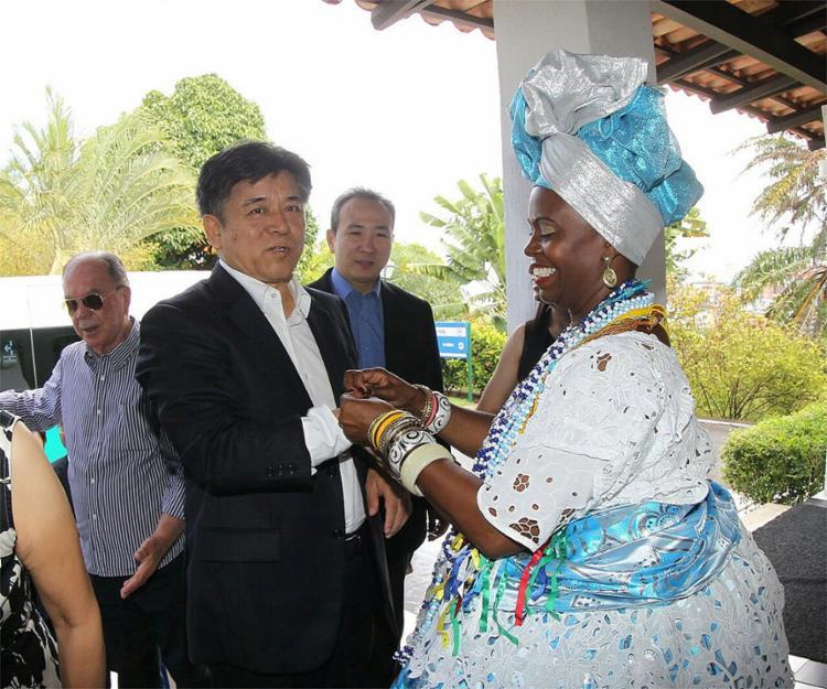 A comitiva de chineses que acompanha o governador Rui Costa Chineses conheceram o Carnaval da Bahia nesta segunda-feira, 27 - Foto: Manu Dias l GOV-BA