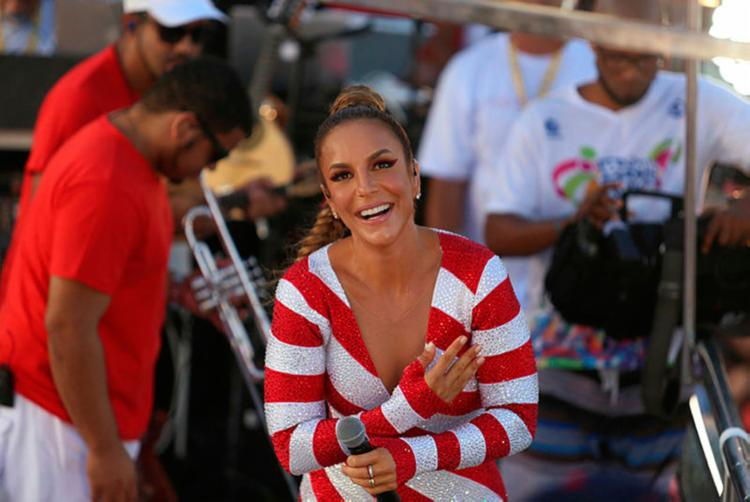 Ivete foi homenageada durante sua apresentação no Circuito Dodô - Foto: Raul Spinassé   Ag. A TARDE