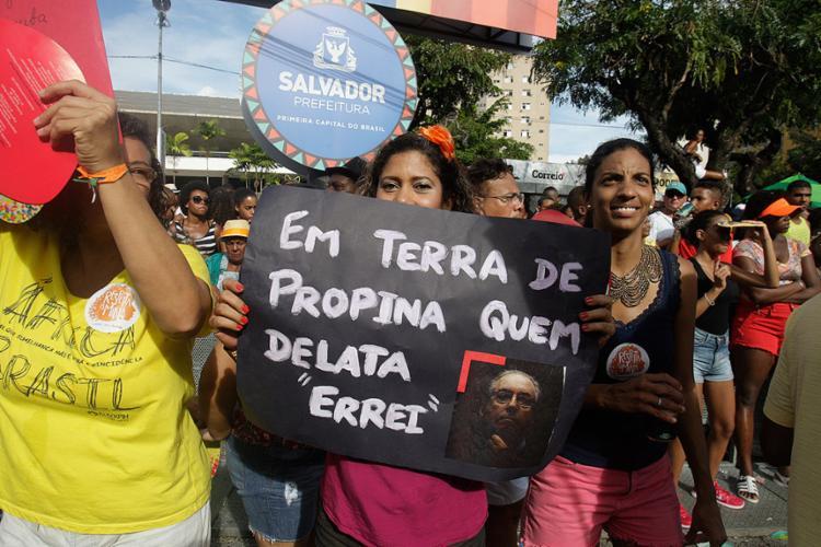 Sátira política voltou a dar a tônica no desfile - Foto: Lúcio Távora l Ag. A TARDE