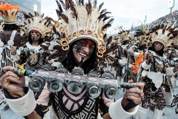 O desfile da Beija Flor está entre os favoritos - Foto: YASUYOSHI CHIBA / AFP
