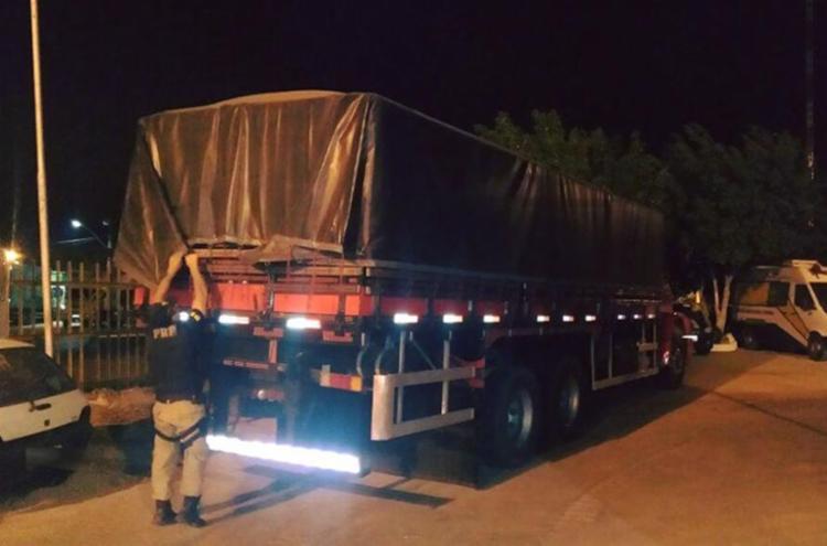 Acusado foi preso pela PRF junto a um caminhão com material usado nos furtos - Foto: Reprodução | Polícia Rodoviária Federal