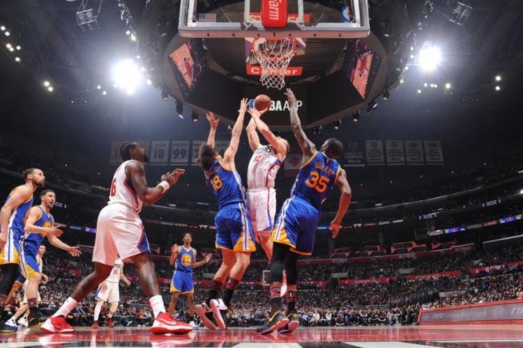 O Clippers tentou, mas não conseguiu frear o ataque do Warriors - Foto: Andrew D. Bernstein | NBAE | Getty Images | AFP
