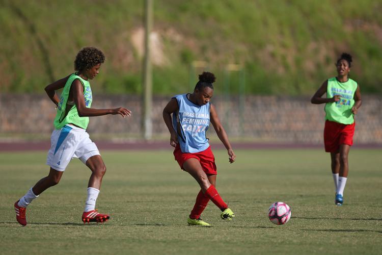 O futebol profissional, masculino ou feminino, precisa de mais mulheres trabalhando - Foto: Raul Spinassé l Ag. A TARDE 01.12.2016
