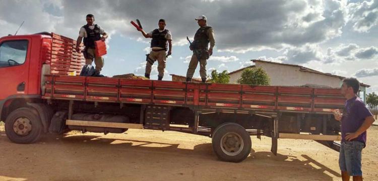 Motorista do caminhão conseguiu fugir da polícia - Foto: BPRv   Divulgação