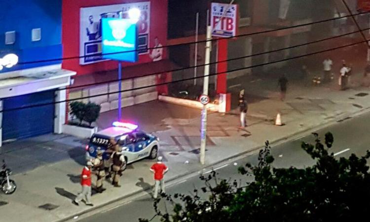 Policiais foram ao local e interditaram a pista da avenida antes dos bombeiros chegarem - Foto: Divulgação | SSP