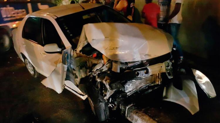 Carro usado pelos bandidos durante a fuga - Foto: Cidadão Repórter | Via WhatsApp
