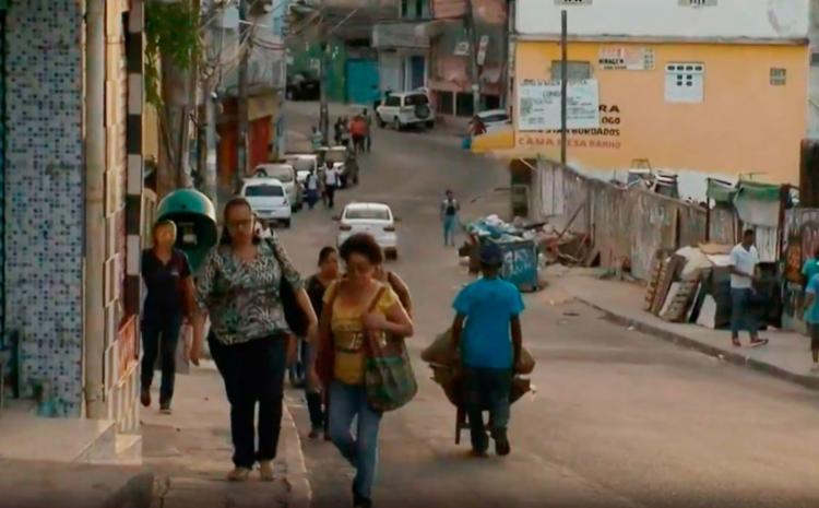 Moradores têm que andar até a entrada do bairro para pegar um ônibus - Foto: Reprodução | TV Bahia