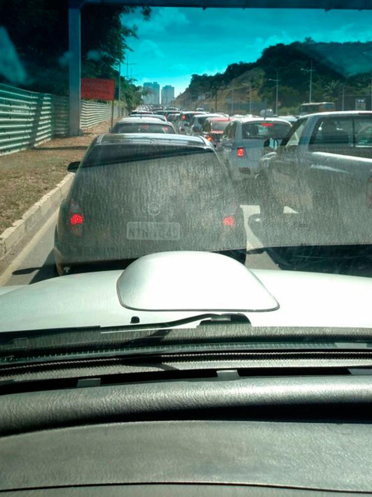 Trânsito fica lento após acidente - Foto: Cidadão Repórter | Via WhatsAap