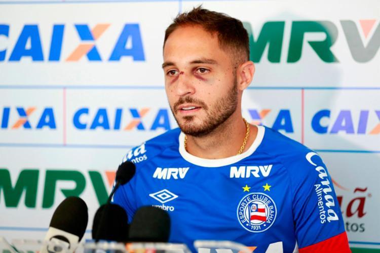 Régis machucou o rosto numa dividida na partida de sábado - Foto: Felipe Oliveira | EC Bahia