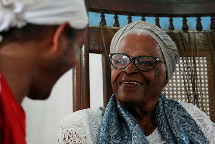 Aos 92 anos, a ialorixá é uma das figuras mais respeitadas do candomblé - Foto: Raul Spinassé / Ag. A Tarde