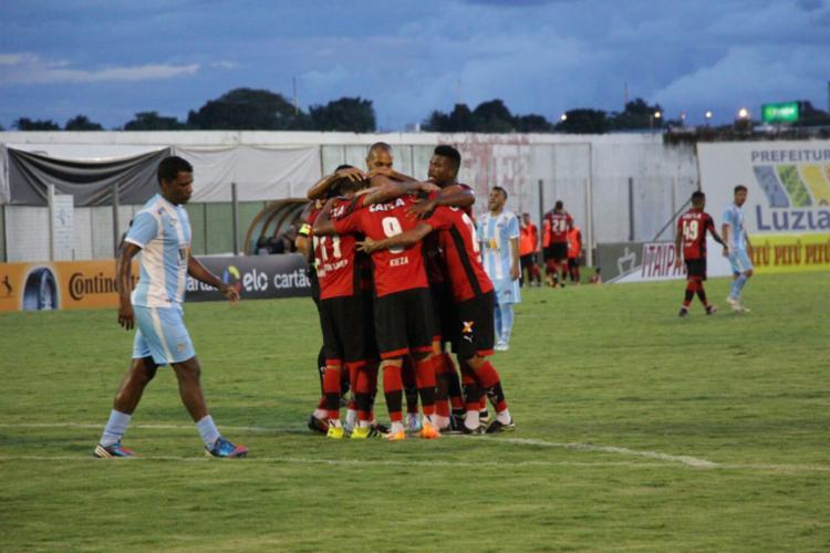 Jogadores do Leão comemoram com Gabriel Xavier, autor do primeiro gol - Foto: Moysés Suzart | EC Vitória