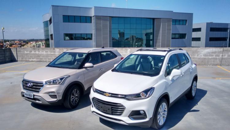 A Hyundai quer ser líder pelo visual; já a Chevrolet ousa com a conectividade - Foto: Roberto Nunes / Ag. A Tarde