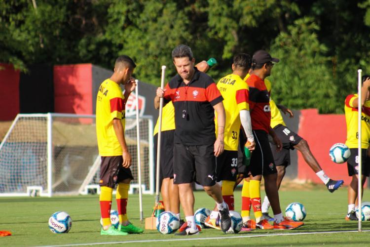 Argel comandou o treinamento na Toca do Leão - Foto: Mauricia da Matta | EC VItória