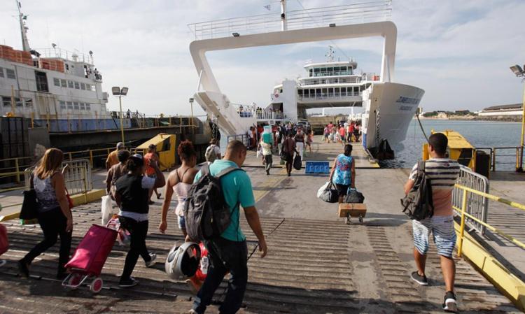 Ferry Zumbi dos Palmares é uma das embarcações que operam nesta segunda - Foto: Adilton Venegeroles | Ag. A TARDE