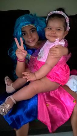 As crianças não ficaram de fora da folia. Beatriz e Marina Rocha também estão curtindo a festa | Foto: Denise Santos Oliveira | Cidadão Repórter