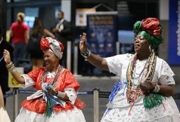 Turistas se despedem com música, fita do Bonfim e saudade