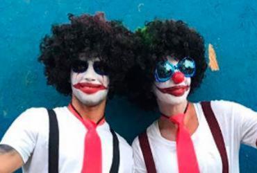 Ivete se disfarça de palhaça para curtir Carnaval na pipoca