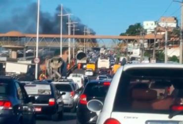 Protestos deixam avenida Paralela e orla congestionadas