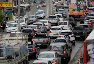 Sem alternativas, população de Lauro de Freitas sofre com congestionamentos