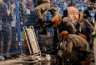 Acidentes na passarela botam em xeque gigantismo dos desfiles no Sambódromo