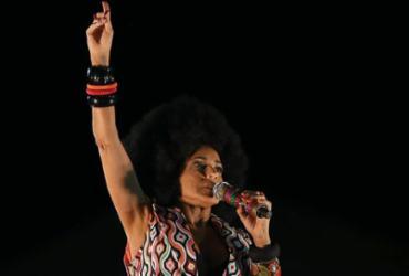 Assessoria de Daniela Mercury nega interrupção proposital de desfile