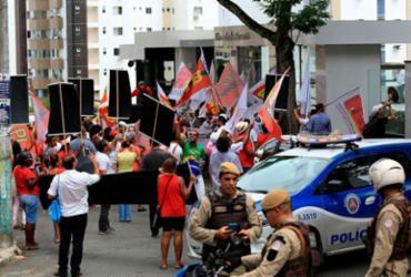 """Deputado Arthur Maia é chamado de """"golpista"""" durante ato em Salvador"""