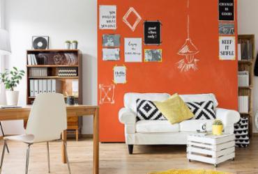 Criatividade é a receita para decorar a casa gastando pouco