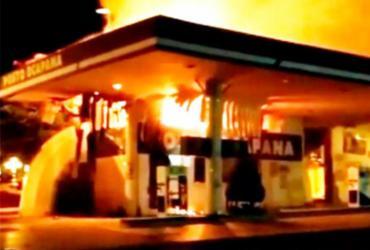Posto de combustível pega fogo em Feira