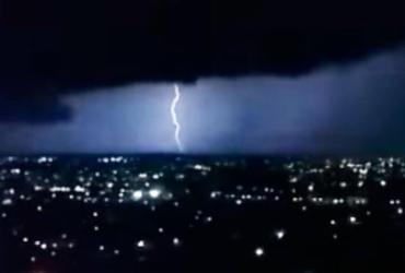 Tempestade com raios atinge Vitória da Conquista
