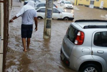 Chuva alaga vários pontos da capital baiana