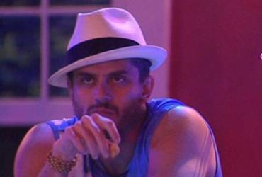 Marcos diz que produção do BBB o aconselhou a transar com Vivian