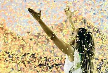 Destaque na Sapucaí, Ivete se emociona durante desfile