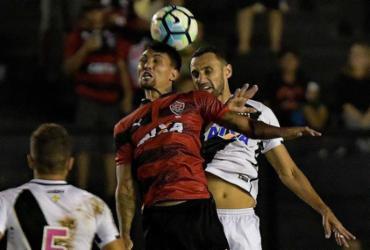 Com um a menos, Vitória sai na frente mas cede empate ao Vasco