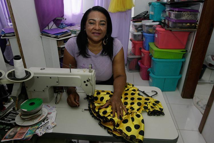 Urânia abriu sua primeira loja de fantasia do lado de uma concorrente - Foto: Edilson Lima l Ag. A TARDE
