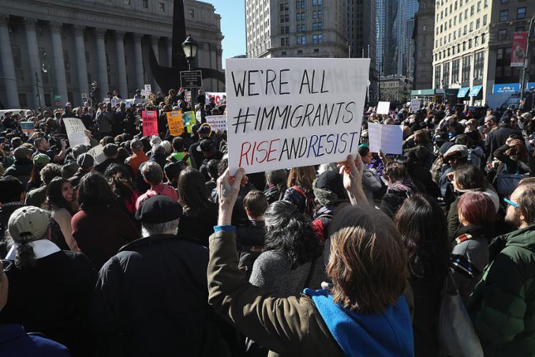 Ativistas americanos protestam no centro de Nova York contra política de imigração - Foto: John Moore l Getty Images l AFP Photo l 9.3.2017
