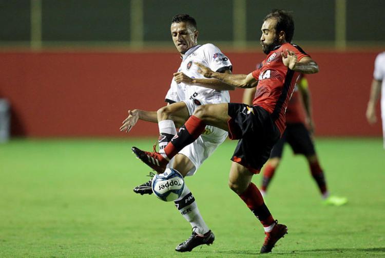 Gabriel Xavier em lance contra o Botafogo-PB - Foto: Raul Spinassé / Ag. A TARDE