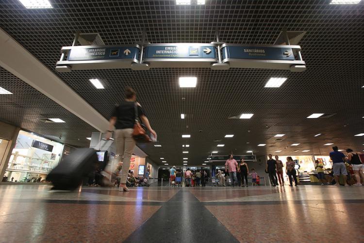 No aeroporto de Salvador, há exigência de construção de uma nova pista de pouso e decolagem - Foto: Mila Cordeiro l Ag. A TARDE