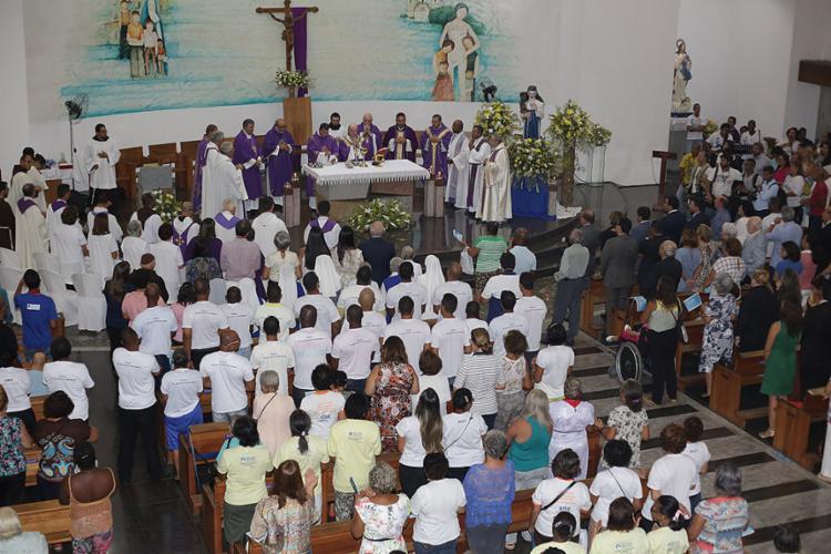 Missa solene foi rezada em igreja no Largo de Roma - Foto: Joá Souza l Ag. A TARDE