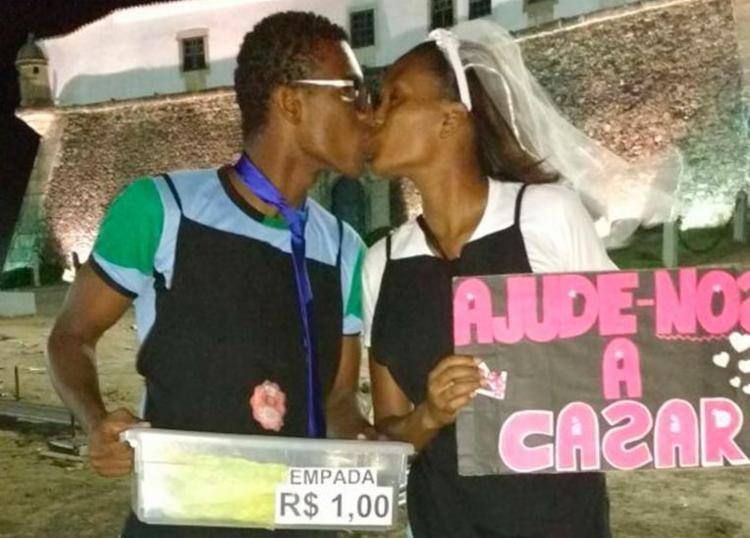 O casal vende empadas para juntas dinheiro para a cerimônia - Foto: Arquivo Pessoal