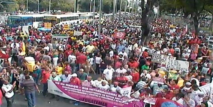 Manifestantes ocupam o Largo do Campo Grande, sentido Praça Castro Alves - Foto: Reprodução | Transalvador