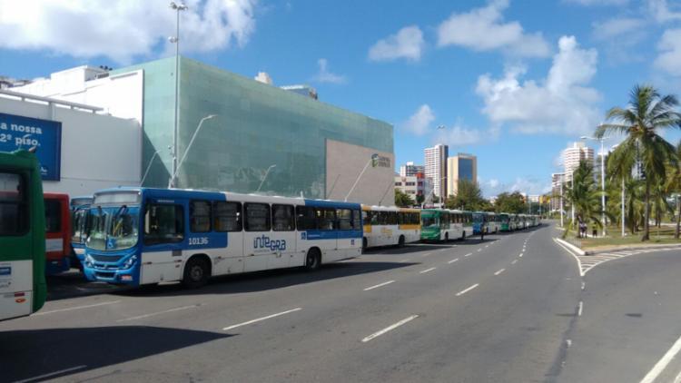 O protesto bloqueou o acesso à avenida ACM, LIP e Paralela sentido Aeroporto - Foto: Edilson Lima | Ag. A TARDE