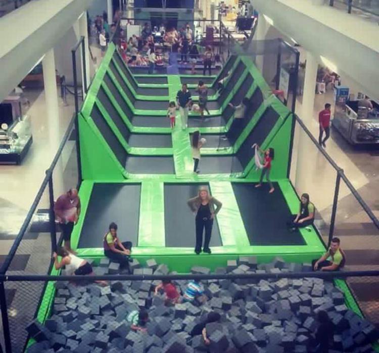 O Super Parque de Camas Elásticas está instalado no Shopping Paralela - Foto: Divulgação