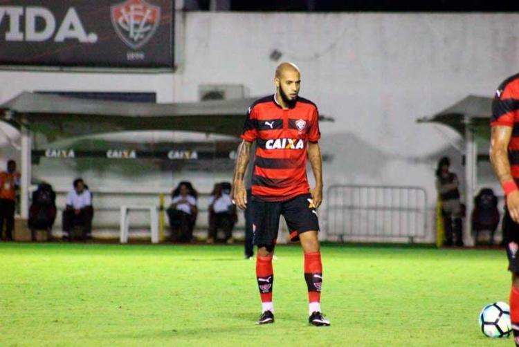 Paulinho em ação durante o jogo contra o Vasco, nesta quinta - Foto: Maurícia da Matta | EC Vitória