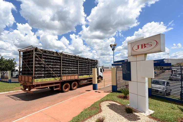 A JBS teria repassado R$357 milhões a partidos e políticos - Foto: Evaristo Sá | AFP