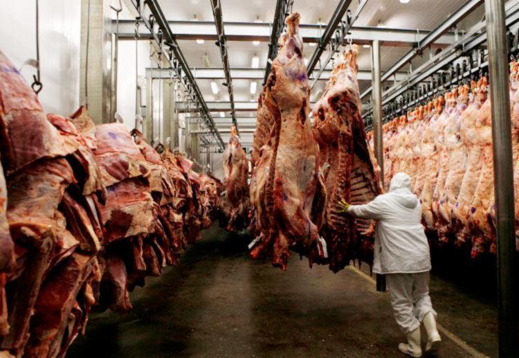 Operação da PF apontou irregularidades em produção de carne - Foto: Paulo Whitaker | Reuters | 07.10.2011