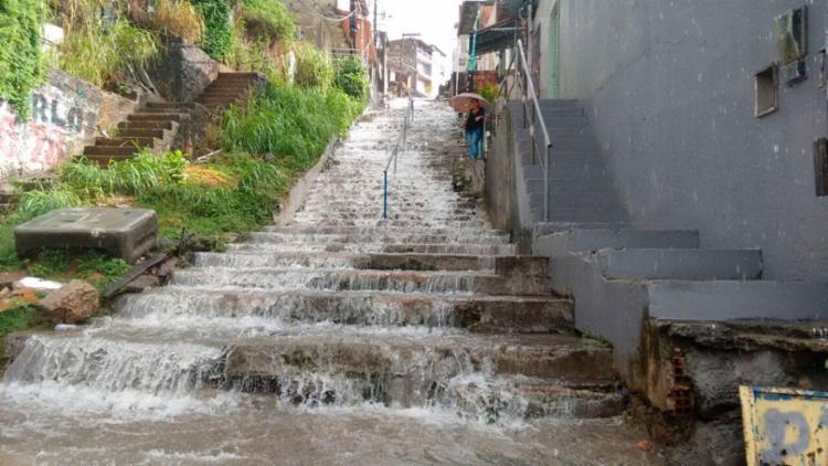 Escada liga os bairros de Fazenda Grande e San Martin - Foto: Edilson Lima | Ag. A TARDE