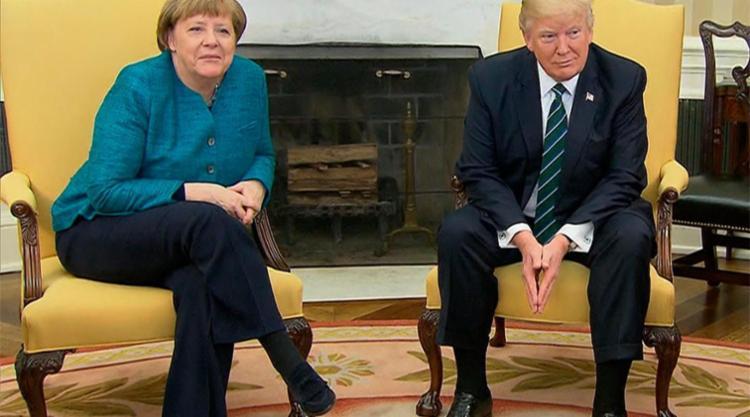 Trump se negou a apertar a mão de Merkel - Foto: Reprodução
