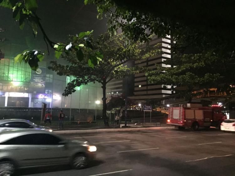 O fogo foi debelado pela própria brigada de incêndio da Casa do Comércio - Foto: Ag. A TARDE
