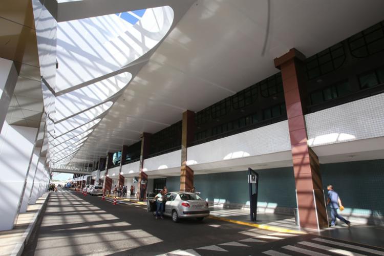 O aeroporto foi arrematado por R$ 660 milhões pela Vinci Airports - Foto: Mila Cordeiro | Ag. A TARDE | 13.03.2017
